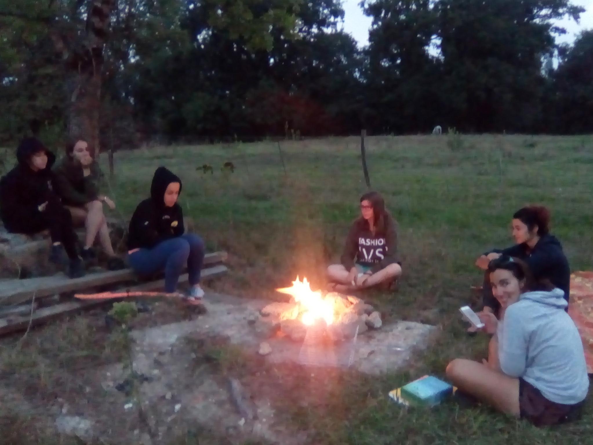 soirée autour du feu